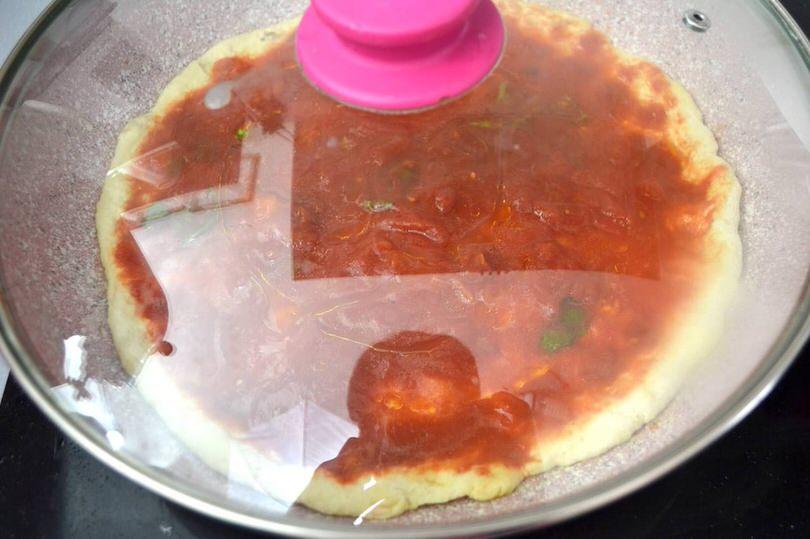 4 coprire e cuocere pizza