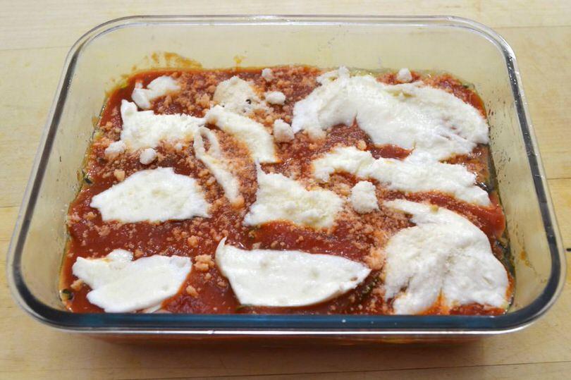 6 ultimo strato pomodoro e mozzarella