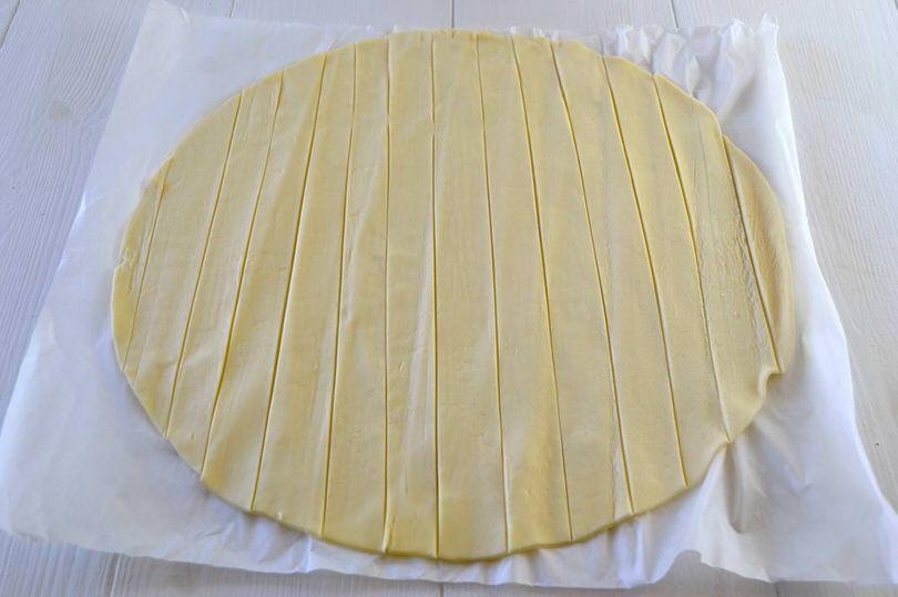 1-tagliare-strisce-di-pasta-sfoglia