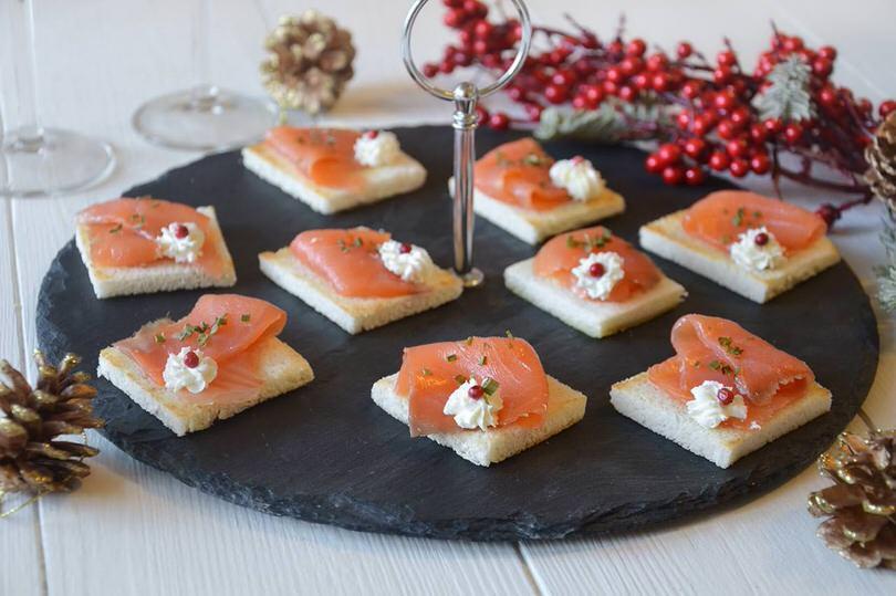 Antipasti Di Natale Con Il Salmone.Tartine Al Salmone Ricetta Tartine Al Salmone Di Misya