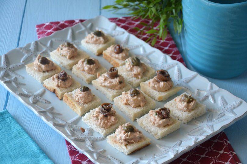 Tartine al tonno ricetta tartine al tonno di misya for Antipasti freddi