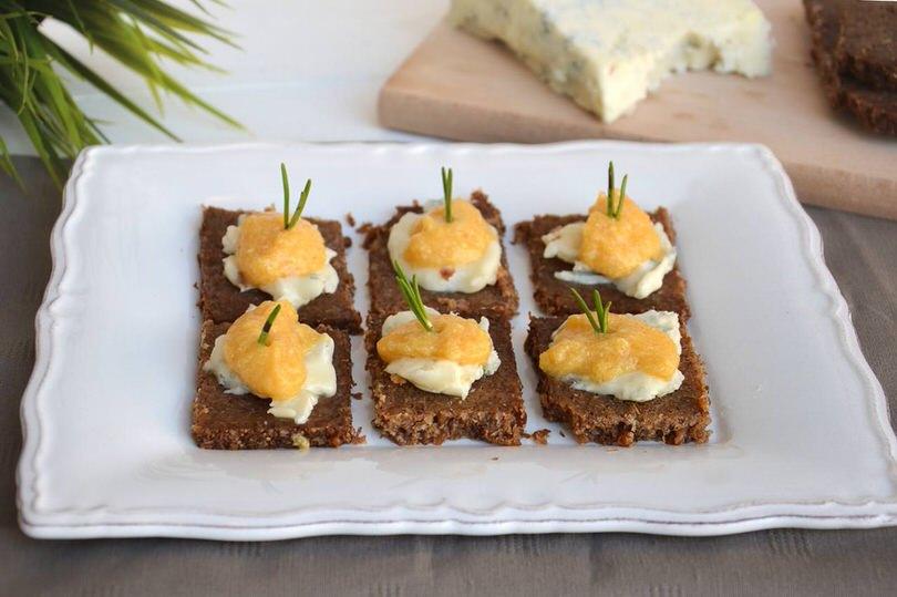 Crostini con zucca e gorgonzola