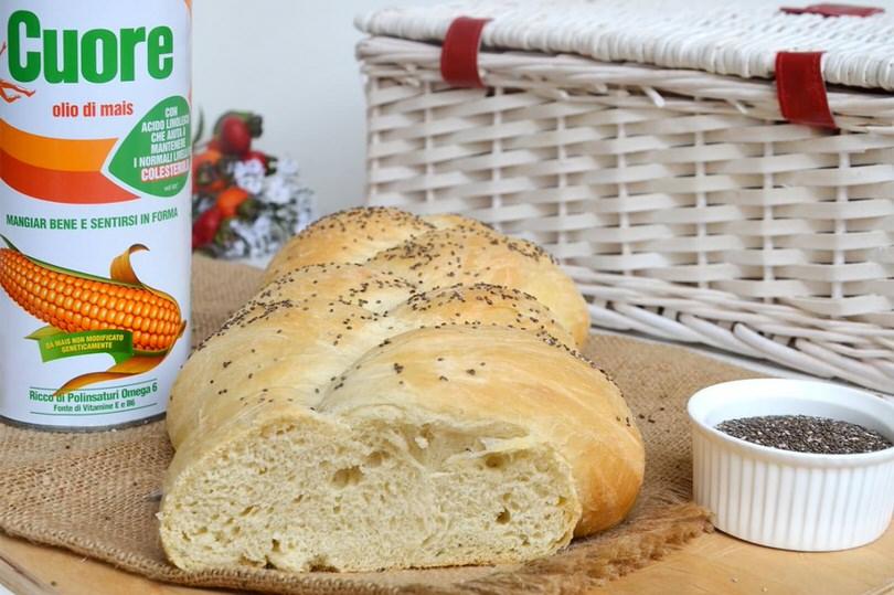 Treccia di pane con olio