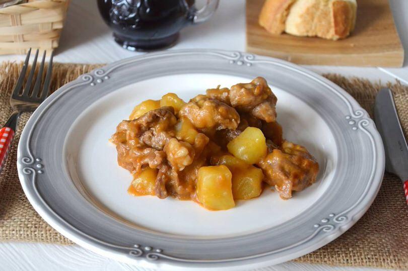 Secondi piatti ricette Spezzatino di vitello con patate
