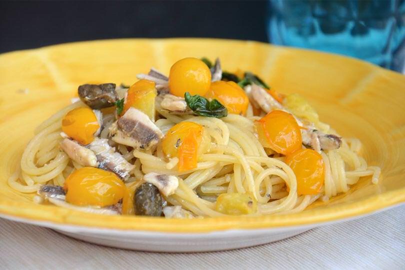 Pasta con le alici ricetta pasta con le alici di misya for Spaghetti ricette