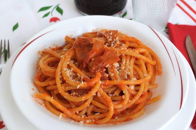 Amatriciana ricetta bucatini all 39 amatriciana di misya for Ricette spaghetti