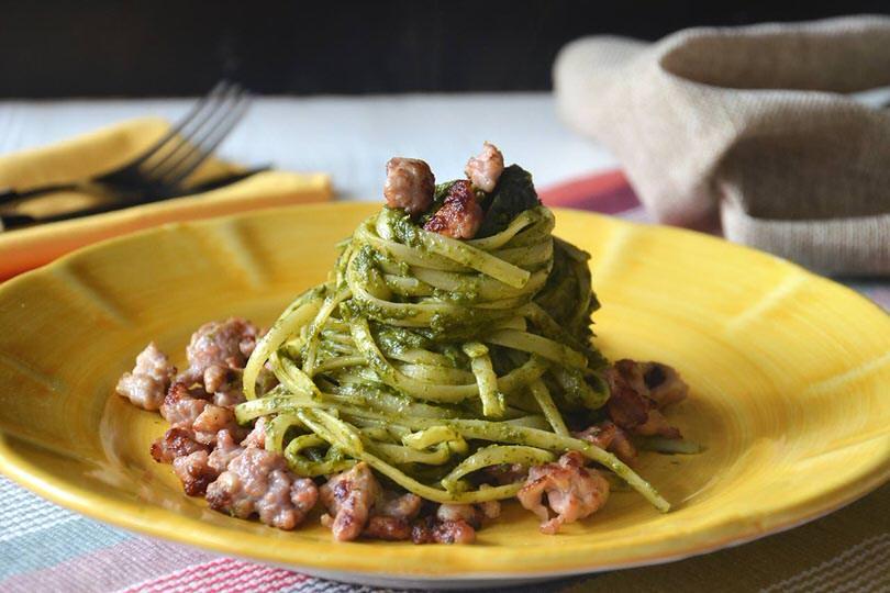 Spaghetti con crema di friarielli e salsiccia