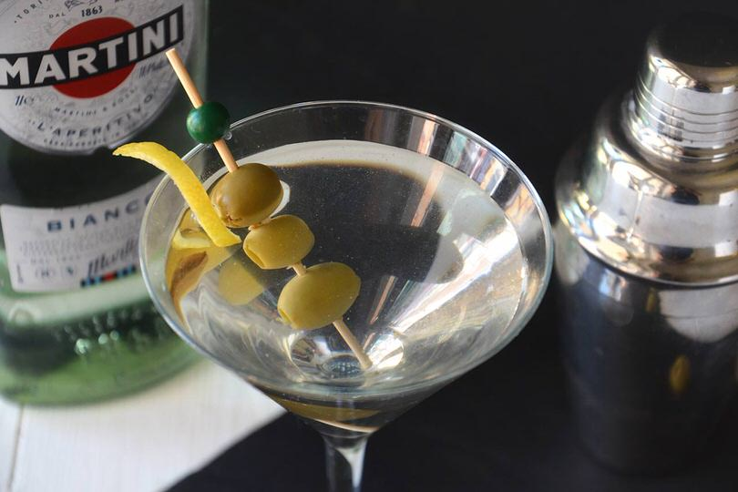 Con bianco cocktails martini ▷ CÓCTELES