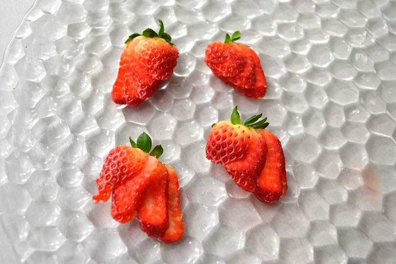 tagliare fragole a ventaglio