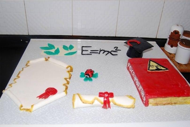 Torta di laurea con pasta di zucchero ricetta torta di for Pasta di zucchero decorazioni