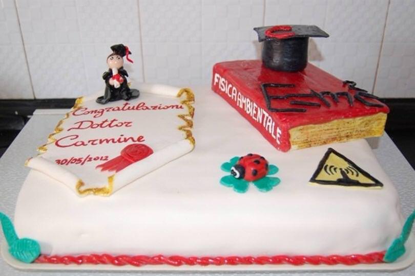 Torta di laurea con pasta di zucchero - Ricetta Torta di laurea con ... ea60ef17a505