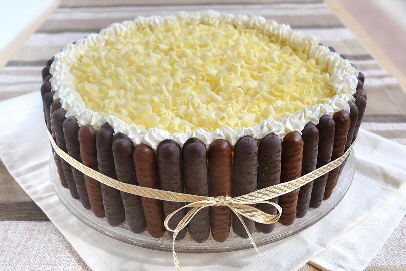 Torta al doppio cioccolato ricetta torta al doppio for Torte di compleanno al cioccolato decorazioni